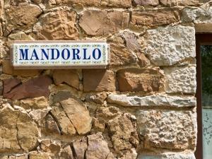 Muri in pietra della casa vacanze il Mandorlo