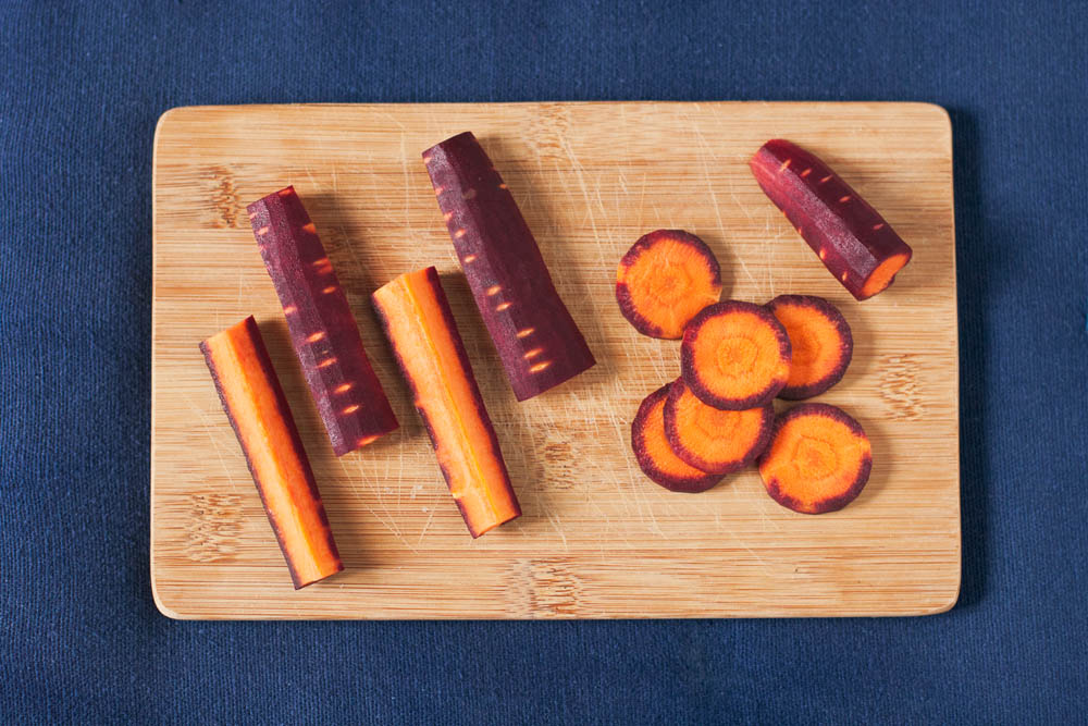 Fotografie di carote bicolore viola arancio