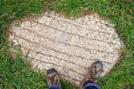 Foto di una vecchia soglia di pietra