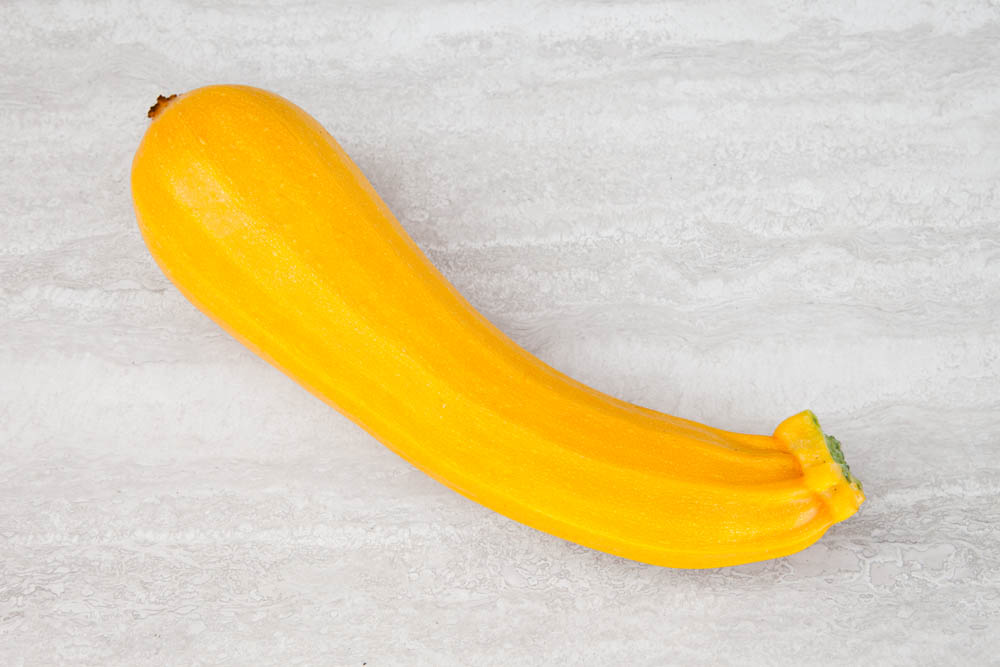 Foto di una zucchina gialla