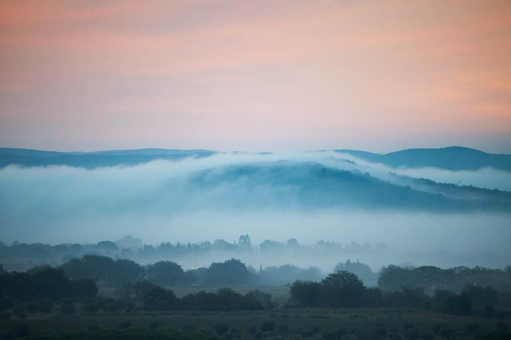 Foto della nebbia all'alba all'agriturismo Poggio Diavolino